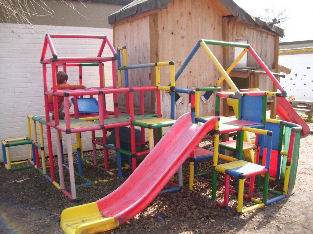 Klettergerüste Kinder : Klettergerüste für kinder rot schaukelpferd im sommer mit
